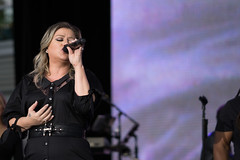 Kelly Clarkson Performs in VMWare