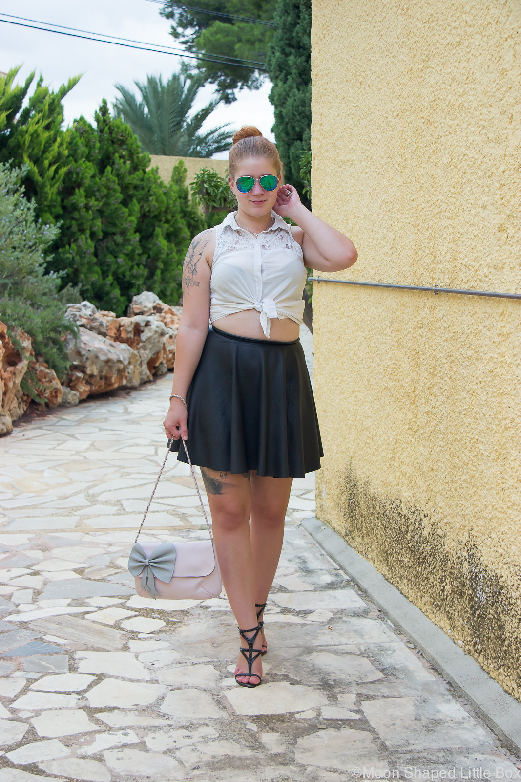 Outfit_Spain_altea_leatherskirt_white_shirt-14