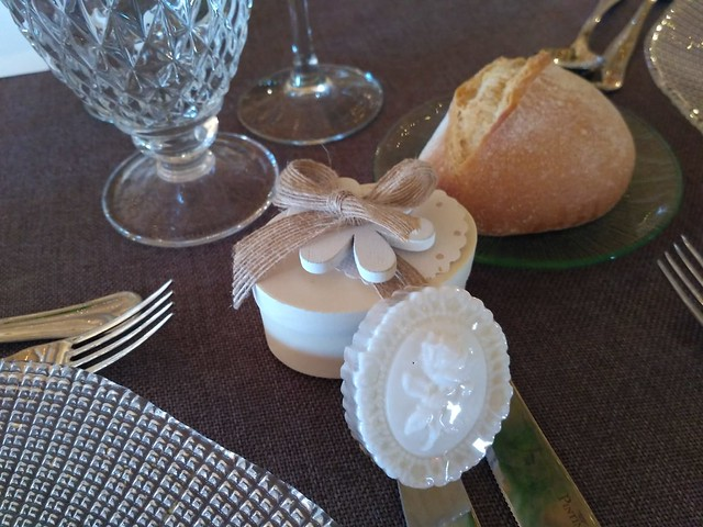cajita camafeo en mesa boda