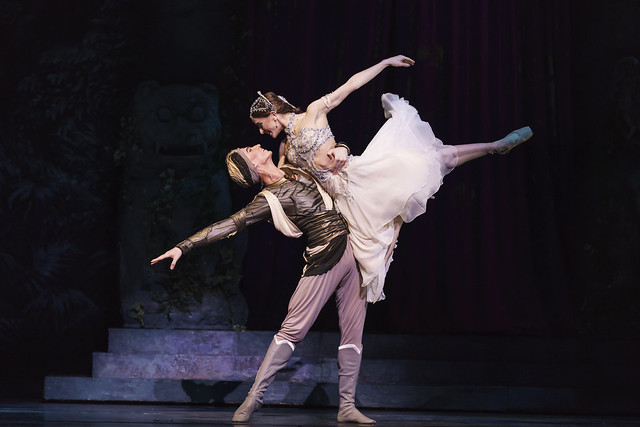 Vadim Muntagirov as Solor and Marianela Nuñez as Nikiya in La Bayadère © 2018 ROH. Photographed by Bill Cooper