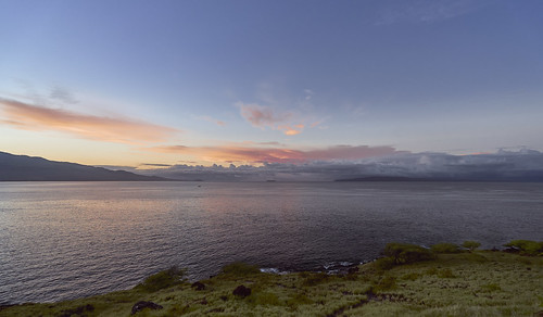 sunrise sonya7ii seascape photography maui hawaii goldenhour waves landscapephotography landscape sony sonyvariotessartfe1635mmf4za zeiss a7iizeissvariotessarwide variotessar1635mm
