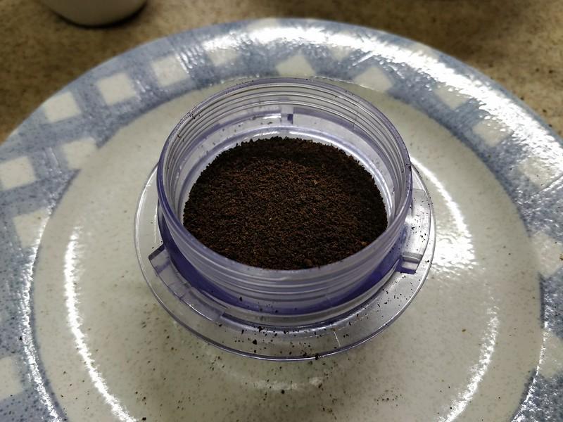 コーヒーかすを乾燥させて日を付けたら蚊取り線香になるらしい (3)