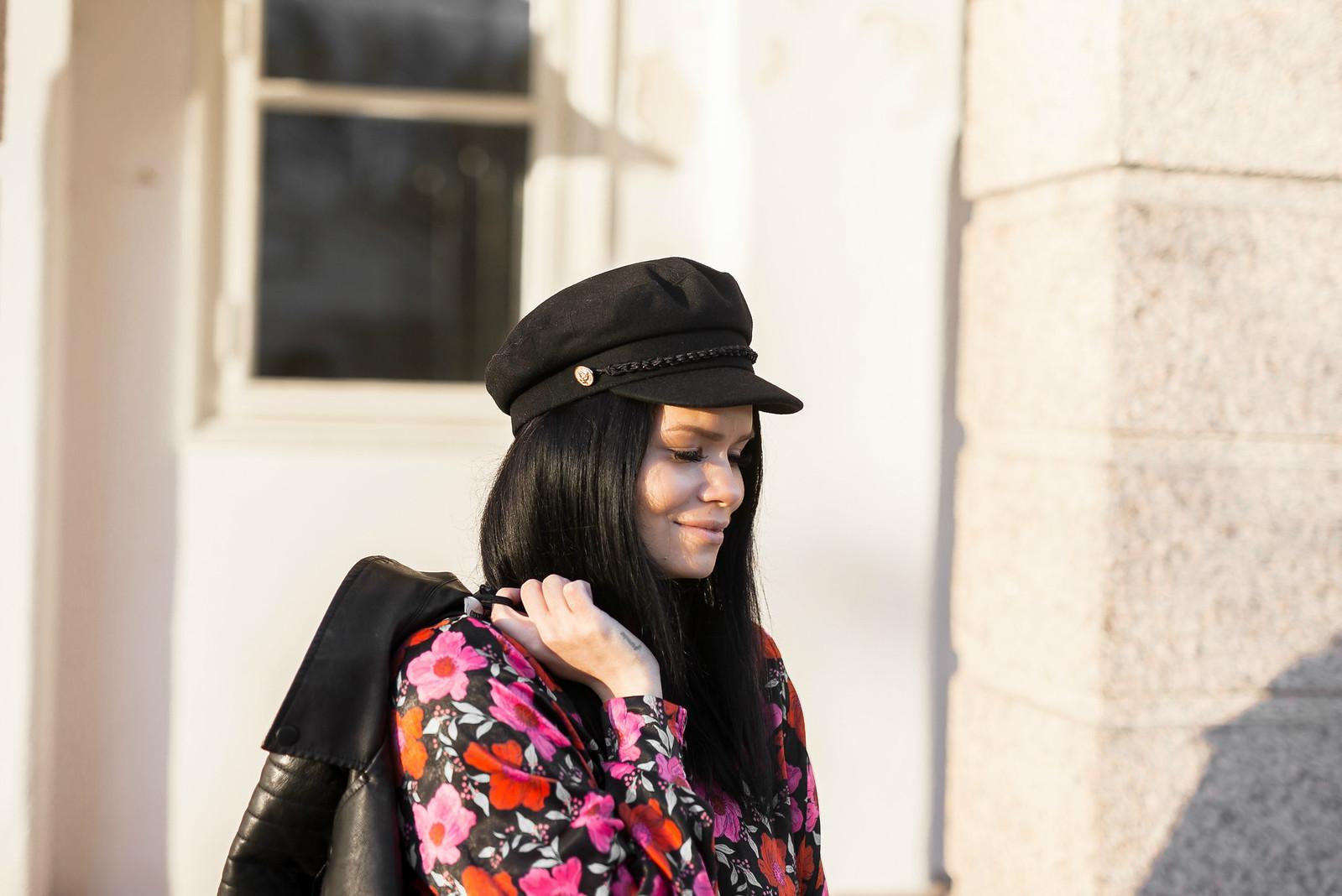 musta hattu naiset