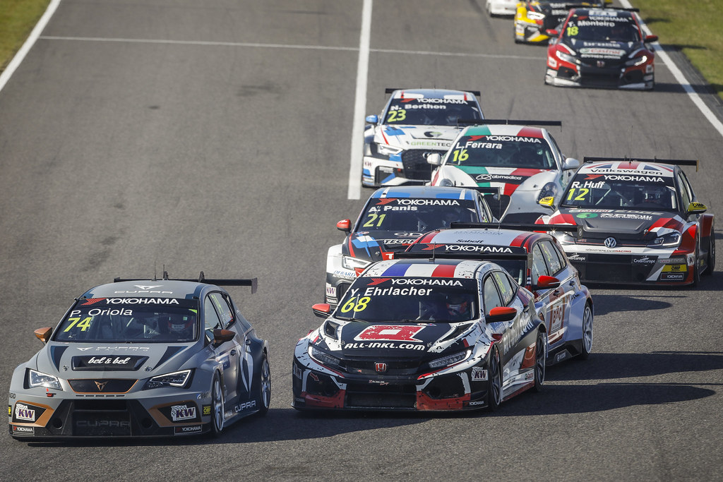 74 ORIOLA Pepe, (esp), Seat Cupra TCR team Oscaro by Campos Racing, action 68 EHRLACHER Yann, (fra), Honda Civic TCR team ALL-INKL.COM Munnich Motorsport, action during the 2018 FIA WTCR World Touring Car cup of Japan, at Suzuka from october 26 to 28 - Photo Francois Flamand / DPPI