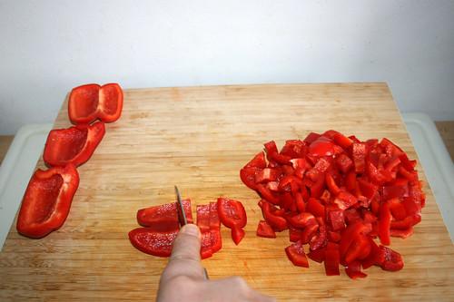 18 - Restliche Paprika grob würfeln / Hackle remaining bell pepper