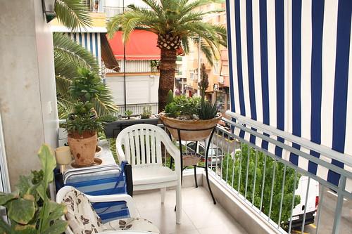 Fabulosa terraza orientada al sur, muy soleada.  Solicite más información a su inmobiliaria de confianza en Benidorm  www.inmobiliariabenidorm.com