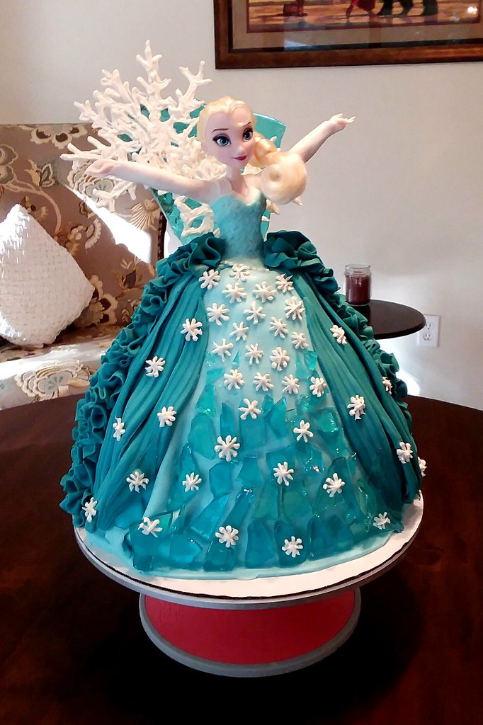 My Wife Made This Elsa Princess Cake For A 3 Year Old Girl Birthday Party