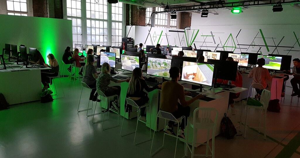 Photo of The Sims 4 Rumo à Fama: Vários Simmers Já Estão Jogando