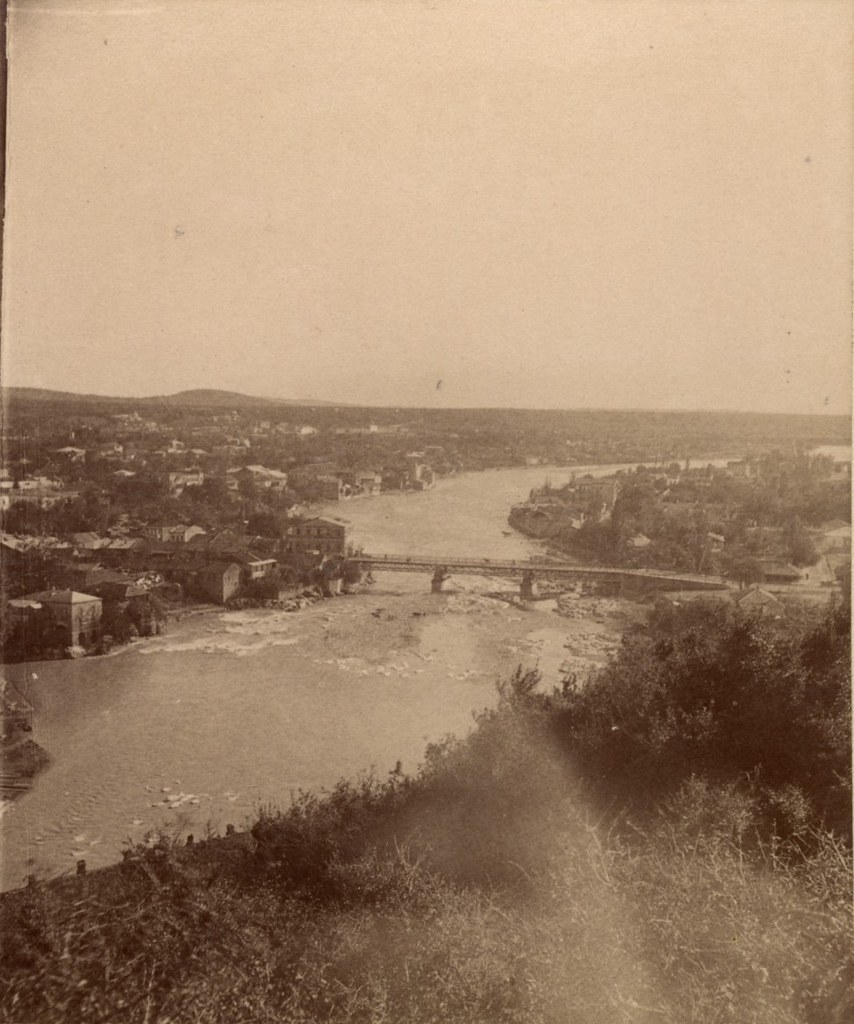 Река Реони и предместье Балахвань