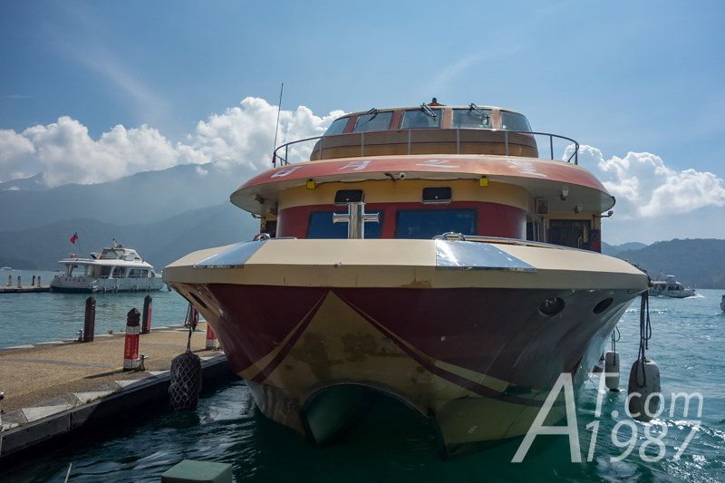Sun Moon Lake Shutter Boat