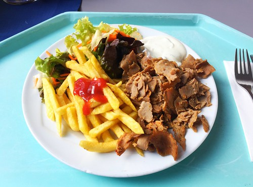 Turkey gyros with french fries & salad / Putengyros mit Pommes Frites & Salat