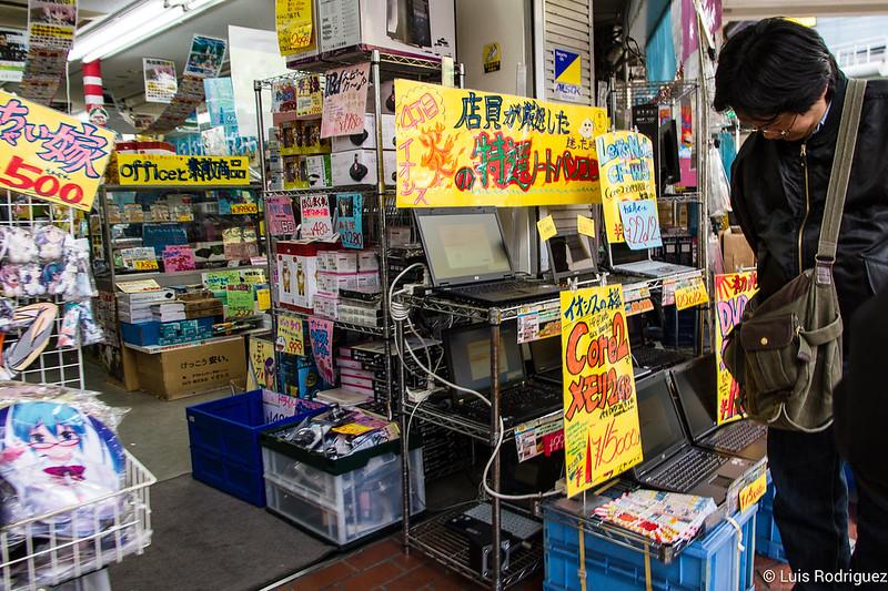 Tiendas de electrónica y electrodomésticos de Den Den Town
