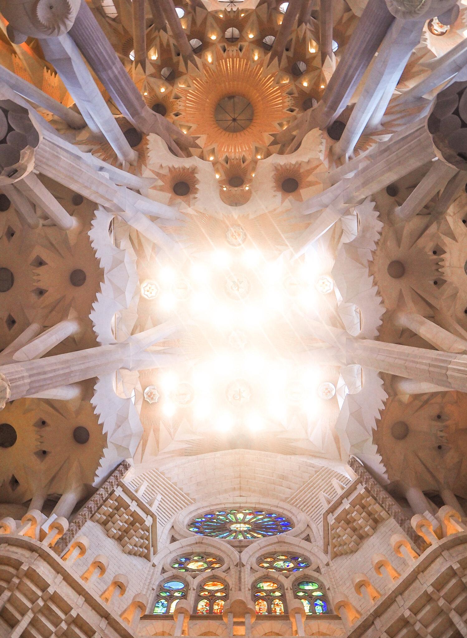 Sagrada Familia sisäkatto