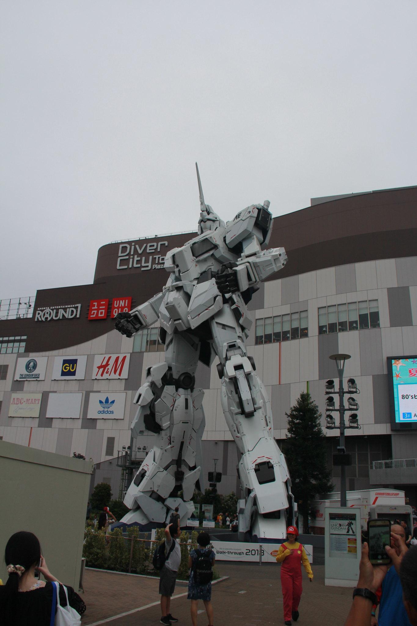 Очень японский технопамятник япония