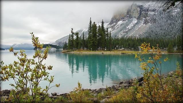 Autumn brushes Maligne Lake, RICOH PENTAX K-3, smc PENTAX-DA 18-270mm F3.5-6.3 ED SDM