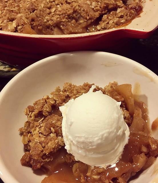 Apple crisp. Finally. 🍏🍎🍏🍎🍏🍎 #applecrisp #baking