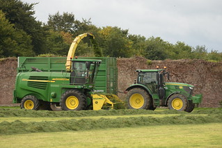 John Deere 7700 SPFH filling a Smyth Trailers Field Master Trailer drawn by a John Deere 6155R Tractor