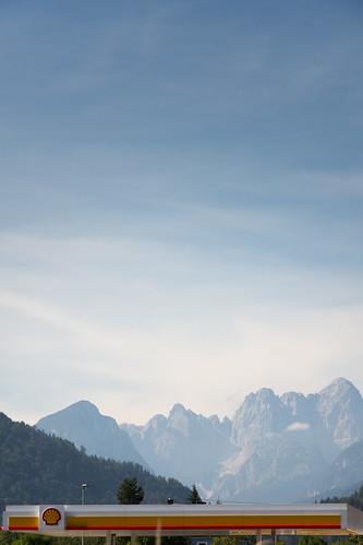 Die alpinen Hauptverkehrsstraßen bieten immer wieder fantastische Panoramen.