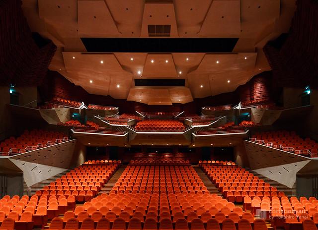 Theater hall of Yurihonjo City Cultural Center KADARE (由利本荘市文化交流館 カダーレ)