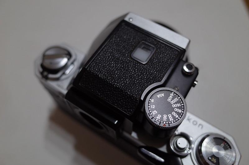 Nikon FにフォトミックFTNを装着