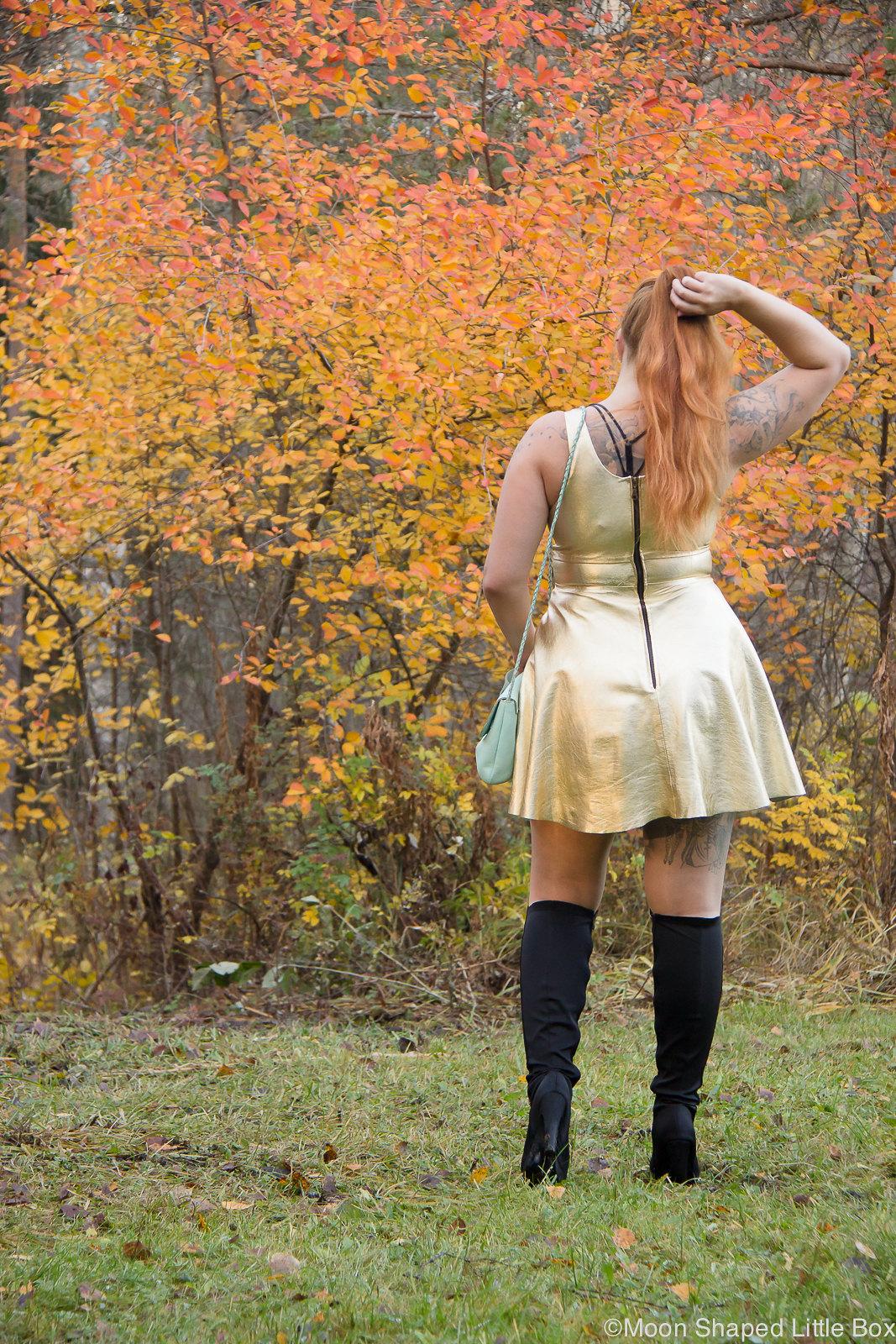Golden leather dress, kultainen nahkamekko, syksyn muoti, nahkamekko, päivän asu, ylipolvensaappaat
