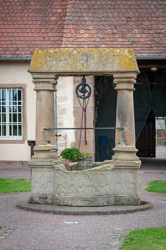 Puits renaissance, jardin abbatial (Altorf, France)-200