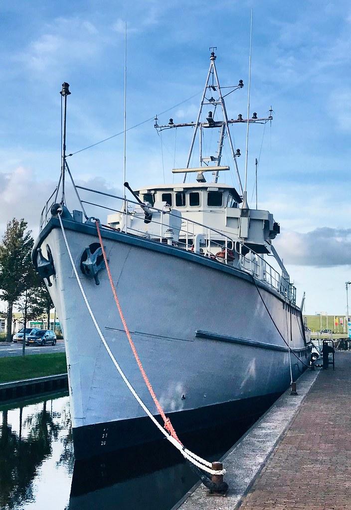 Kustmijnenveger Hr.Ms. Hoogeveen (M827) in Den Helder.