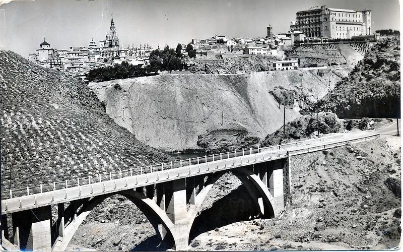 Puente de la Degollada en los años 50. El actual es diferente pues este se derrumbó en 1973. Colección personal de Eduardo Sánchez Butragueño.