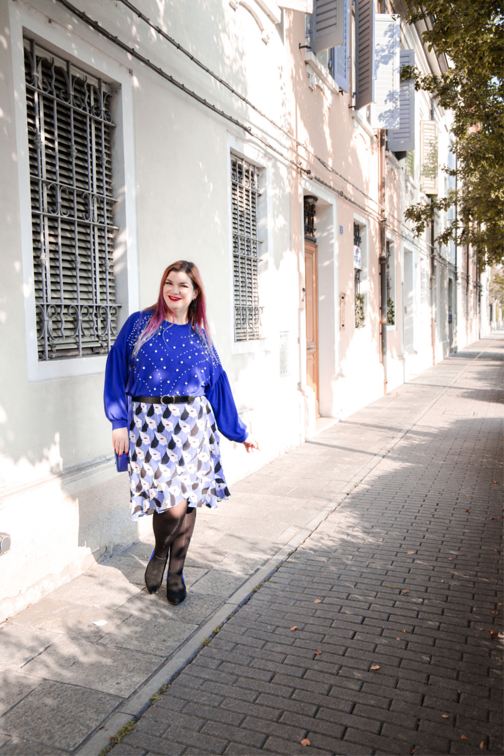 Outfit plus size curvy come indossare un capo estivo in autunno (2)