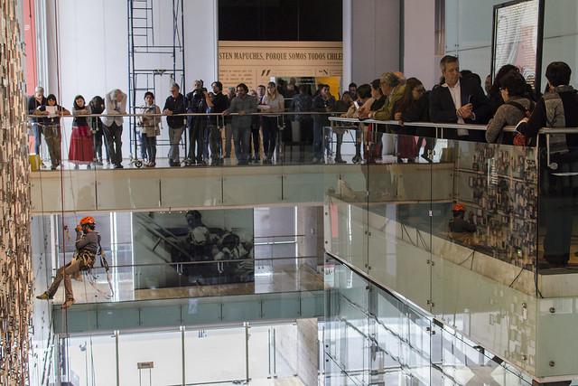 Instalación de Nuevas Fotografías en Memorial de Víctimas