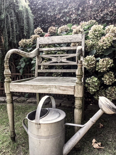 Teak tuinstoel zinken gieter