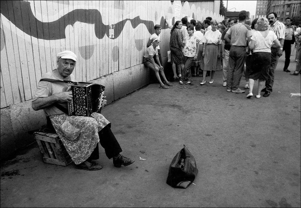 1989. Уличный музыкант на Арбате