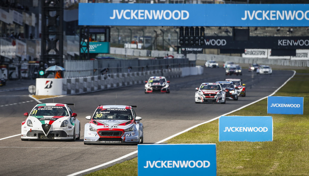 30 TARQUINI Gabriele, (ita), Hyundai i30 N TCR team BRC Racing, action 31 CECCON Kevin (ITA), Alfa Romeo Giulietta TCR, Mulsanne Srl, action during the 2018 FIA WTCR World Touring Car cup of Japan, at Suzuka from october 26 to 28 - Photo Francois Flamand / DPPI