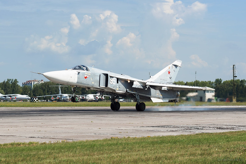 Sukhoi_Su-24M_RF-95088_95white_Russia-Airforce_144_D801376