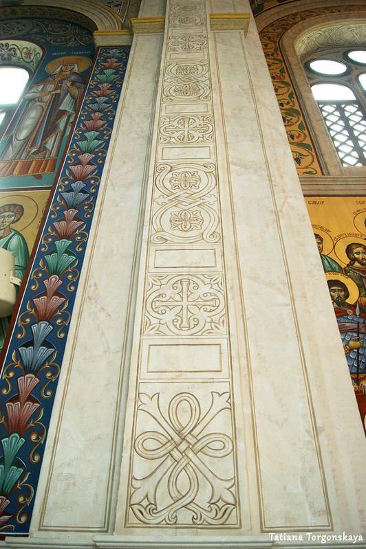 Узоры на стене храма