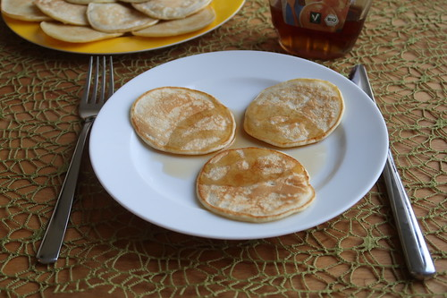 Kokosmilchpancakes mit Ahornsirup