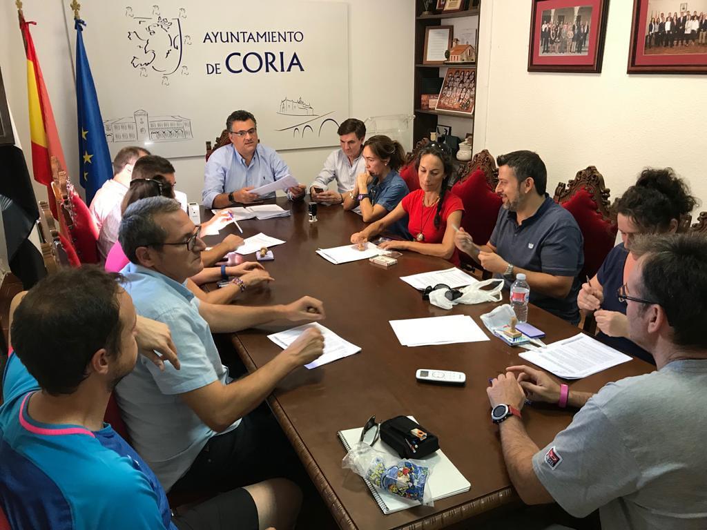 El Ayuntamiento firma un convenio de colaboración con los clubes deportivos para la promoción de la actividad física y el deporte