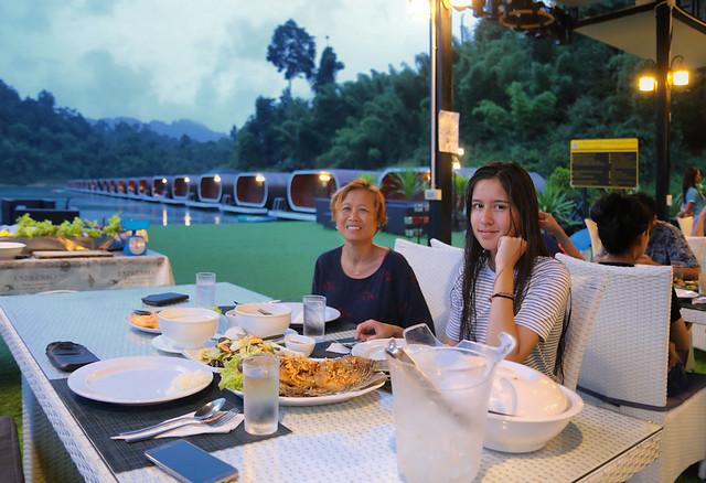 Family dinner at Phutawan Raft House