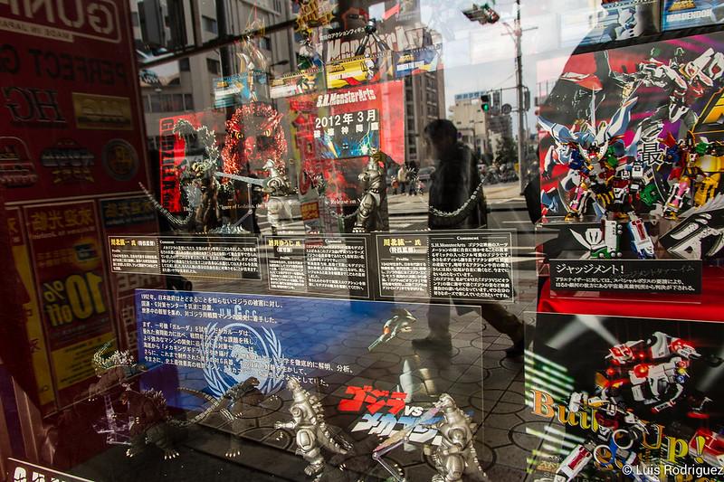 Gundam en Superkids Land de Den Den Town