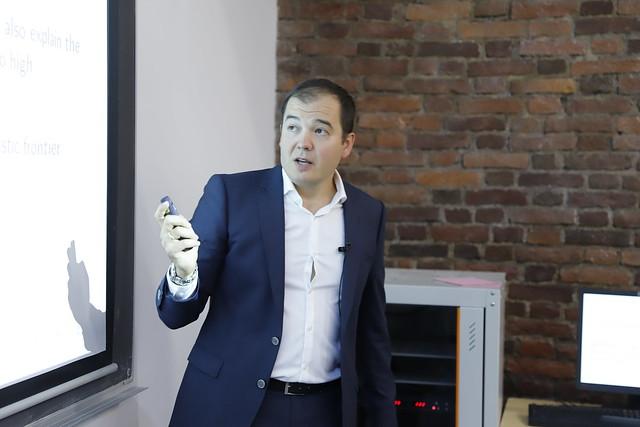 В ВШМ СПбГУ обсудили, как использовать поощрительные выплаты для повышения эффективности