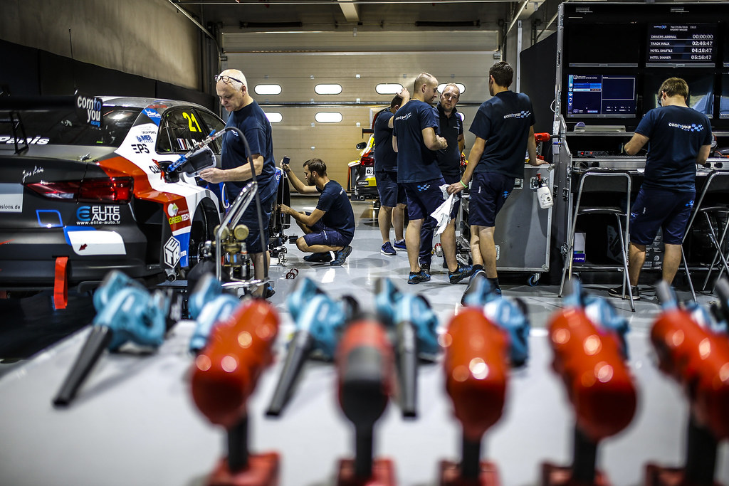 MECHANICS ATMOSPHERE during the 2018 FIA WTCR World Touring Car cup of China, at Ningbo  from September 28 to 30 - Photo Jean Michel Le Meur / DPPI