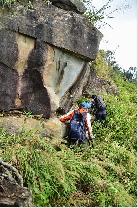 小林山登山步道腰繞巨岩段