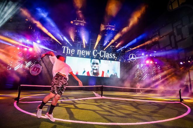 The new C-Class發表活動在台中國家歌劇院前戶外廣場舉辦,打造前所未見的極限運動挑戰區,以突破傳統競賽規則的賓士三向球場掛帥主演
