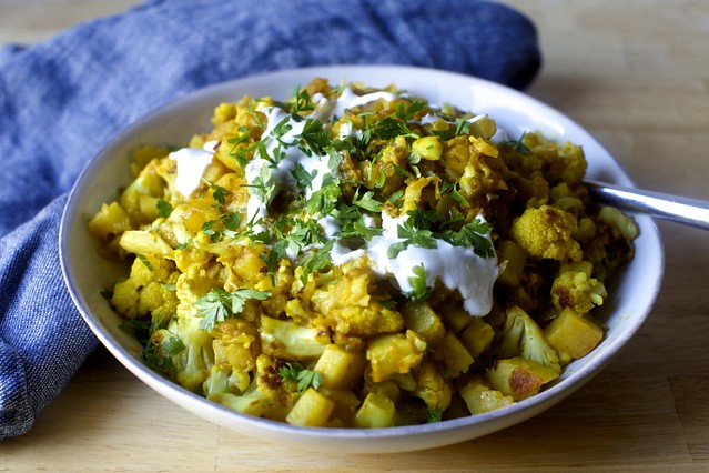 spiced cauliflower and potatoes (aloo gobi)