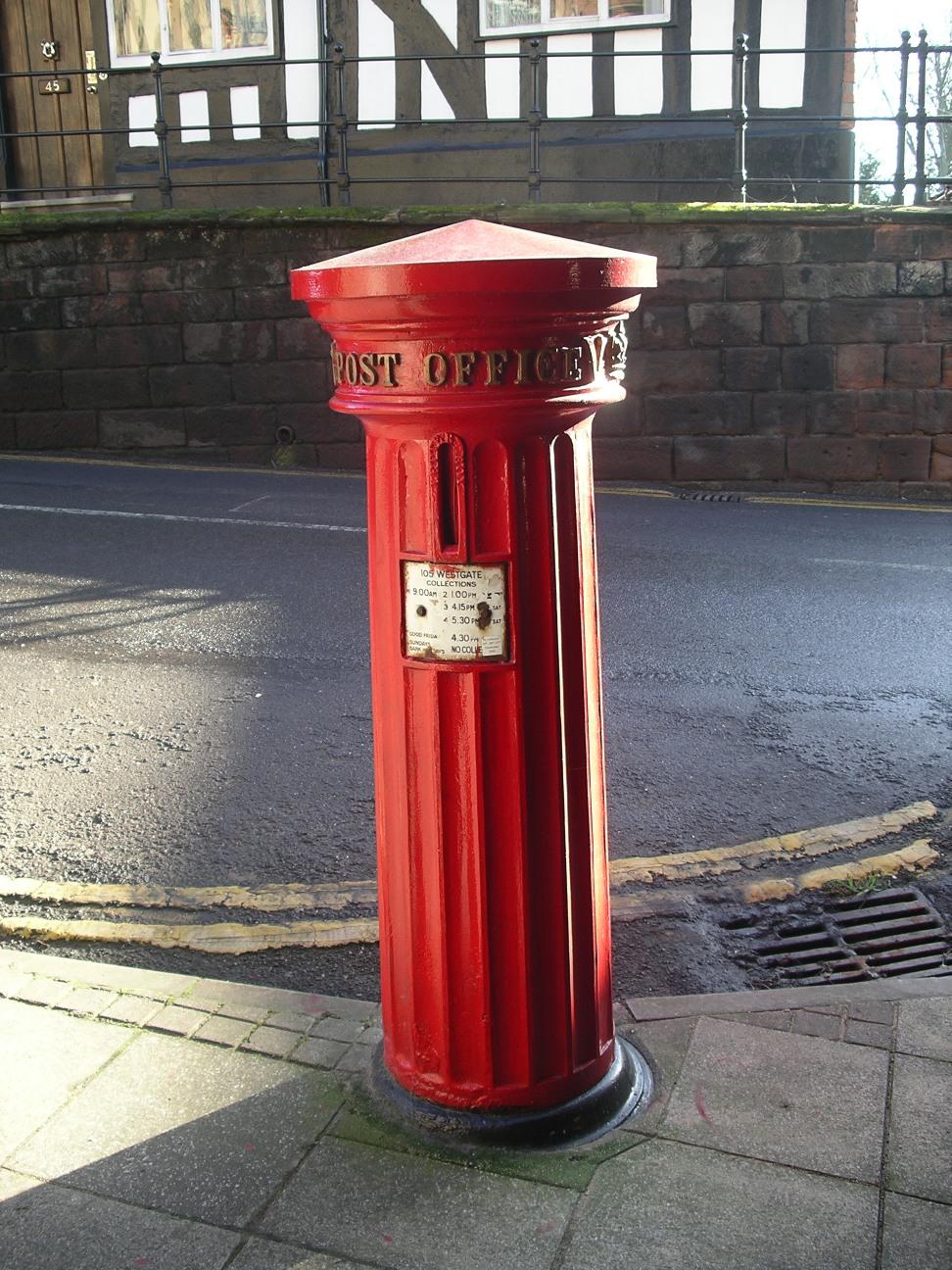 Victorian pillar box, Type PB1/viii, 1856, at Westgate Warwick, England. Photo taken on September 25, 2005.