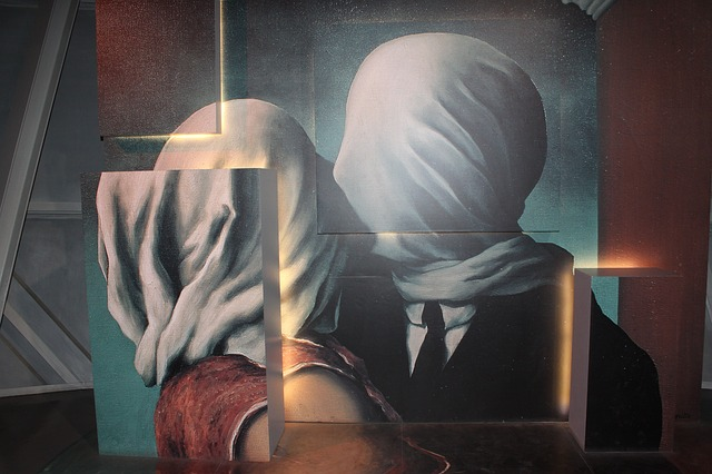 magritte-3622130_640
