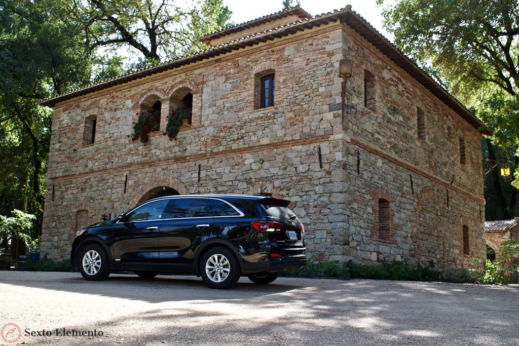 kia-sorento-and-stone-building