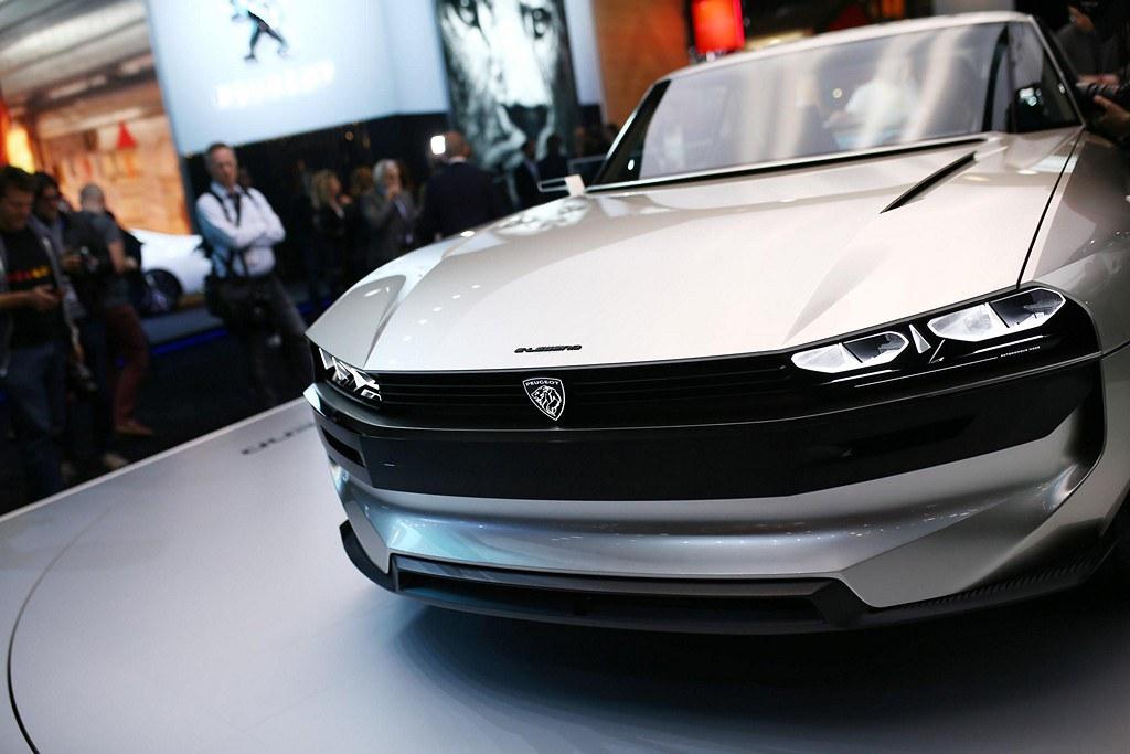 Peugeot e-Legend Concept top