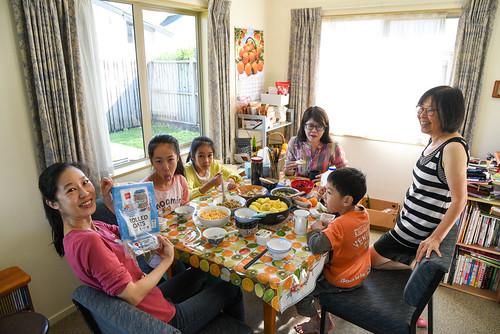 第四天的早餐,昨晚十一點半才回到這溫暖的家,大家睡飽,吃了乾媽準備的豐盛早餐,準備要開始我們未來的9天之旅了!