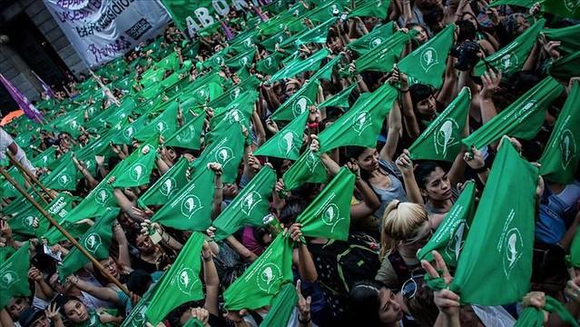 Emigrantes brasileiras se mobilizam para denunciar ao mundo quem é Bolsonaro